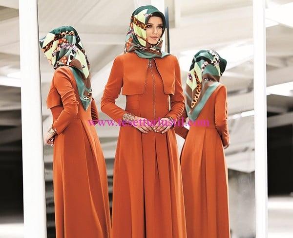 Esra Tekbir Giyim yeni sezon turuncu pelerin detaylı uzun elbise