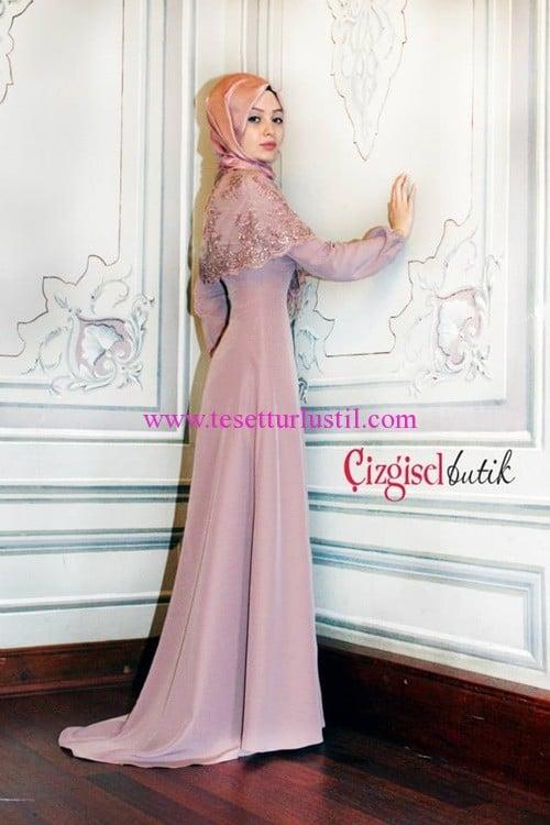 Çizgisel Butik pembe tül işlemeli pelerinli abiye elbise