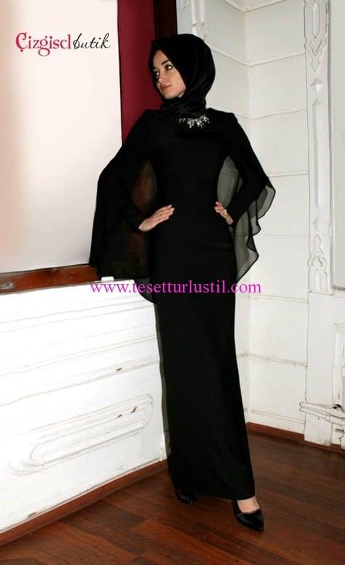 Çizgisel Buttik siyah tül pelerinli abiye elbise