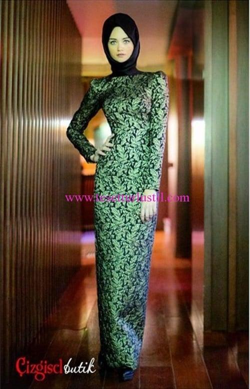 Çizgisel butik yeşil desenli abiye elbise